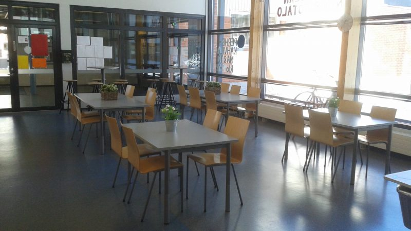Edullista kotiruokaa lounasaikaan Maikkulan 4H Cafésta